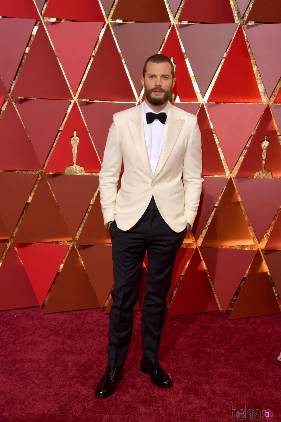 Jamie Dornan en la alfombra roja de los Premios Oscar 2017