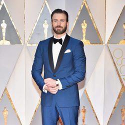 Chris Evans en la alfombra roja de los Premios Oscar 2017