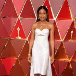 Naomie Harris en la alfombra roja de los Premios Oscar 2017
