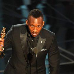 Mahershala Ali recogiendo su premio a Mejor actor de reparto en los Oscar 2017