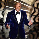 Dwayne Johnson presentando una de las actuaciones musicales de los Oscar 2017