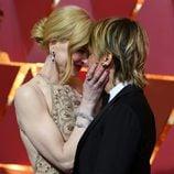Nicole Kidman y Keith Urban muy cariñosos en la alfombra roja de los Premios Oscar 2017