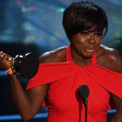 Viola Davis agradeciendo su premio a actriz de reparto en los Oscar 2017