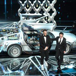 Michael J. Fox y Seth Rogen recordando 'Regreso al futuro' en los Oscar 2017