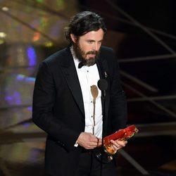 Casey Affleck agradeciendo su Oscar 2017 a Mejor actor por 'Manchester frente al mar'