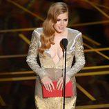 Amy Adams entregando uno de los galardones de los Premios Oscar 2017