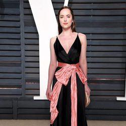 Dakota Johnson en la fiesta de Vanity Fair de los Premios Oscar 2017