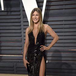 Jennifer Aniston en la fiesta de Vanity Fair de los Premios Oscar 2017