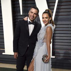 Jessica Alba y Cash Warren en la fiesta de Vanity Fair de los Premios Oscar 2017