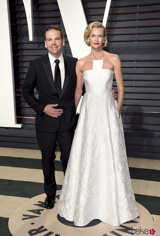 Lachlan y Sarah Murdoch en la fiesta de Vanity Fair de los Premios Oscar 2017