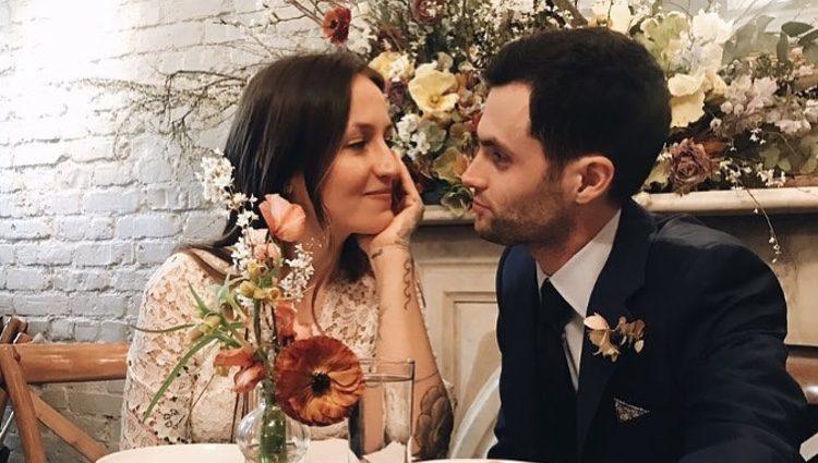 Domino Kirke y Penn Badgley en su boda