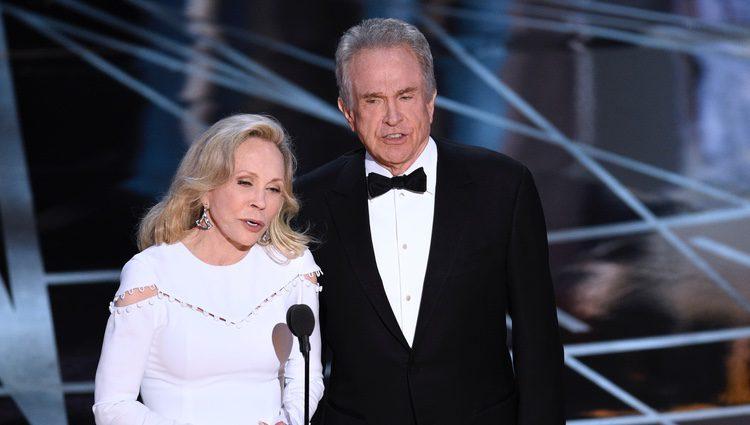 Faye Dunaway y Warren Beatty antes de la entrega del Oscar 2017 a Mejor Película
