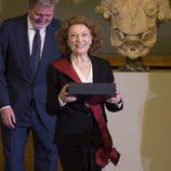 Julia Gutiérrez Caba recogiendo la Gran Cruz de la Orden Civil de Alfonso X el Sabio