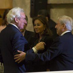 Mario Mario Vargas Llosa e Isabel Preysler felicitando a Luis del Olmo por su Gran Cruz de la Orden Civil de Alfonso X el Sabio