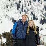 Guillermo Alejandro de Holanda y su hija Amalia de vacaciones en la nieve en Austria