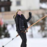 Máxima de Holanda esquiando