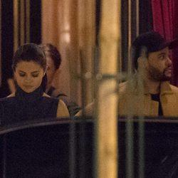 Selena Gomez y The Weeknd en una cita romántica en París