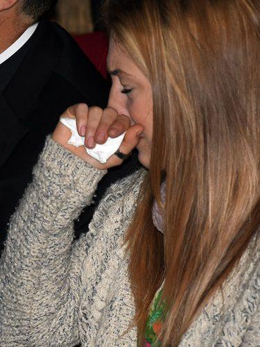 Andrea, novia de Pablo Ráez, llora en su homenaje