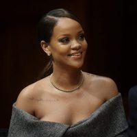 Rihanna feliz en Harvard para recoger el título de Humanitaria del Año 2017