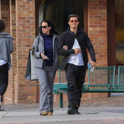 Orlando Bloom paseando de la mano de Katy Perry