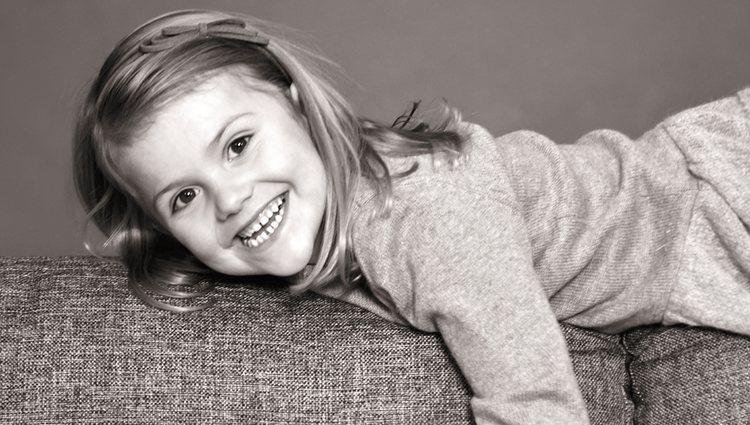 Estela de Suecia celebra sus 5 años con una sonrisa
