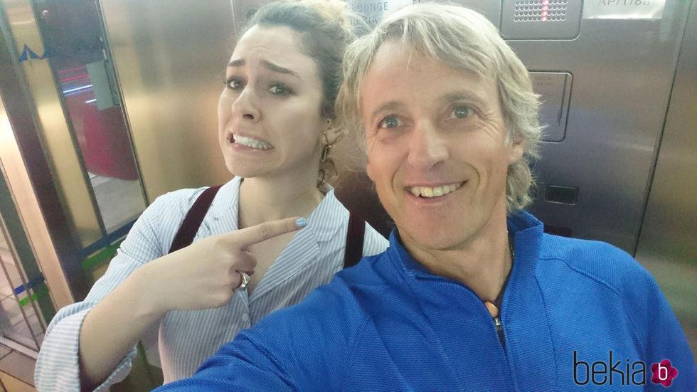Blanca Suárez y Jesús Calleja en el aeropuerto con destino Jordania