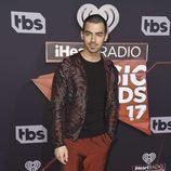 Joe Jonas en la alfombra roja de los iHeartRadio Awards 2017