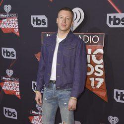Macklemore en la alfombra roja de los iHeartRadio Awards 2017