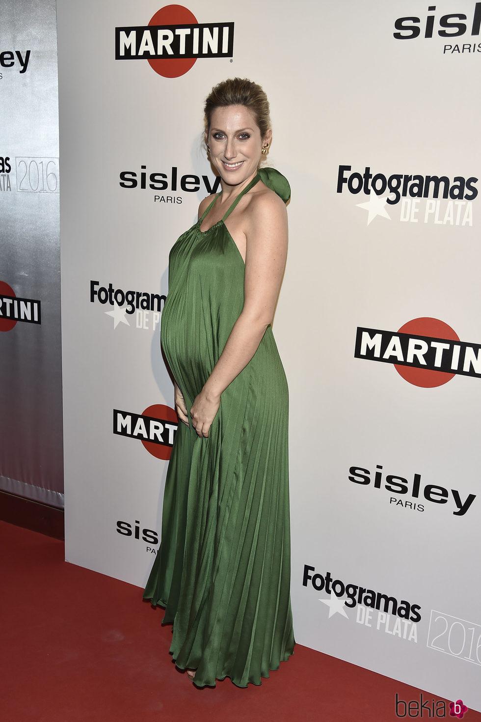 Cecilia Freire embarazadísima en la alfombra roja de los Premios Fotogramas de Plata 2016