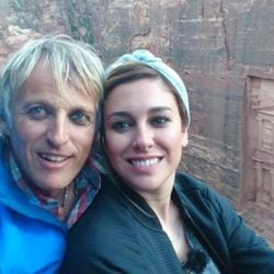 Blanca Suárez visitando las ruinas de la ciudad de Petra con Jesús Calleja