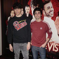 Javier Calvo y Javier Ambrossi en el estreno de 'Un chico de revista'