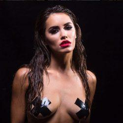 Lali Espósito posando prácticamente desnuda en una sesión de fotos