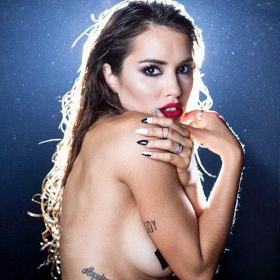 Lali Espósito posa 'tímidamente' en una sesión de fotos