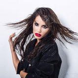 Lali Espósito en una sesión de fotos con el pelo alborotado