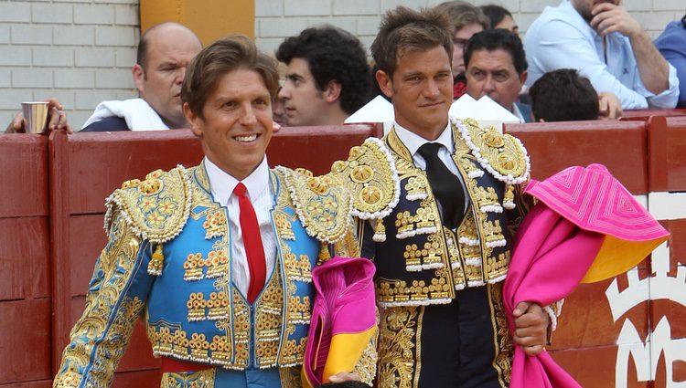 Manuel Díaz 'El Cordobés' y Julio Benítez, instantes antes de comenzar la corrida de toros en Morón de la Frontera