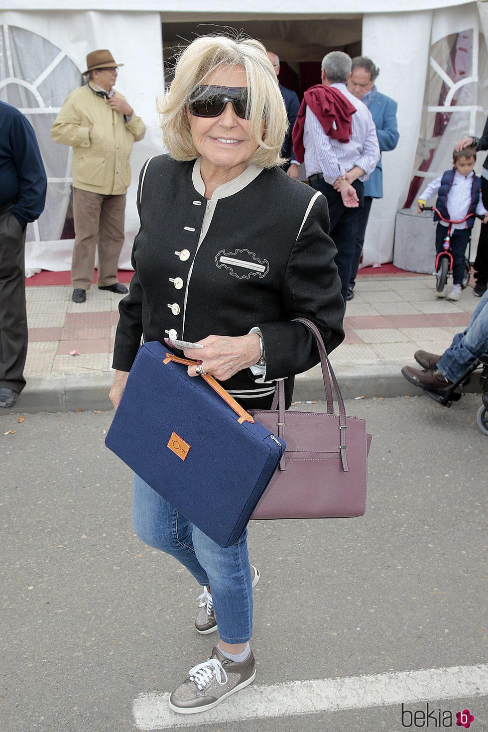 Beatriz de Orleans en un festejo taurino en Illescas