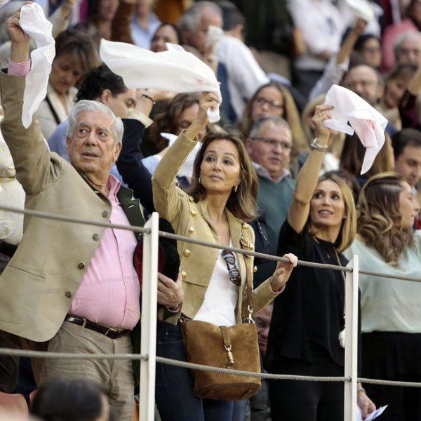 Algunos famosos en un festejo taurino en Illescas