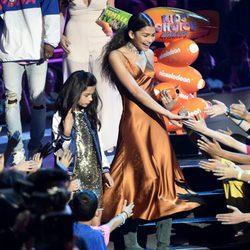 Zendaya dándolo todo encima del escenario de los Nickelodeon Kids' Choice Awards 2017