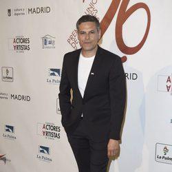 Roberto Enríquez en la red carpet de la XXVI edición de los Premios de la Unión de Actores