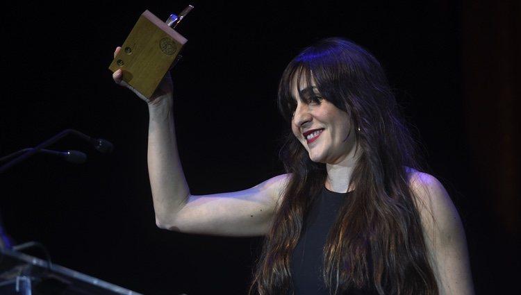 Candela Peña con su premio de la Unión de Actores 2017