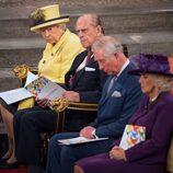La Reina Isabel, el Duque de Edimburgo, el Príncipe Carlos y la Duquesa de Cornualles en la Misa del Día de la Commonwealth 2017