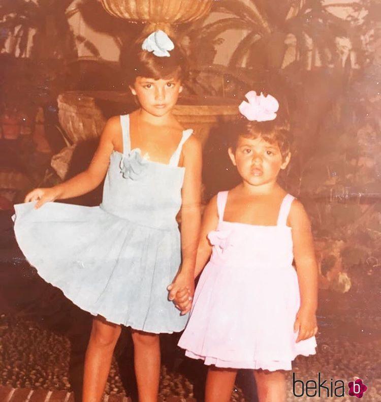 Penélope Cruz y Mónica Cruz cuando eran unas niñas