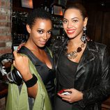 Beyoncé y Solange Knowles en una fiesta en 2012