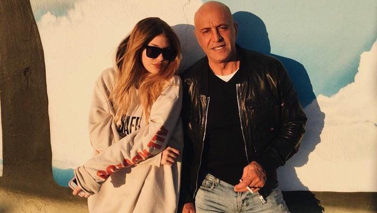 Ana Matamoros posando con su padre Kiko Matamoros