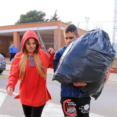 Gloria Camila acompaña a su hermano José Fernando Ortega en su salida de prisión