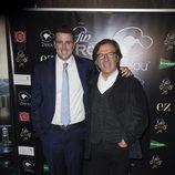 Álex Lequio en la presentación de su ginebra con Pepe Navarro