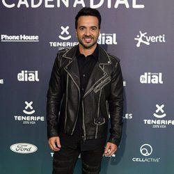 Luis Fonsi en la alfombra roja de los Premios Cadena Dial 2017