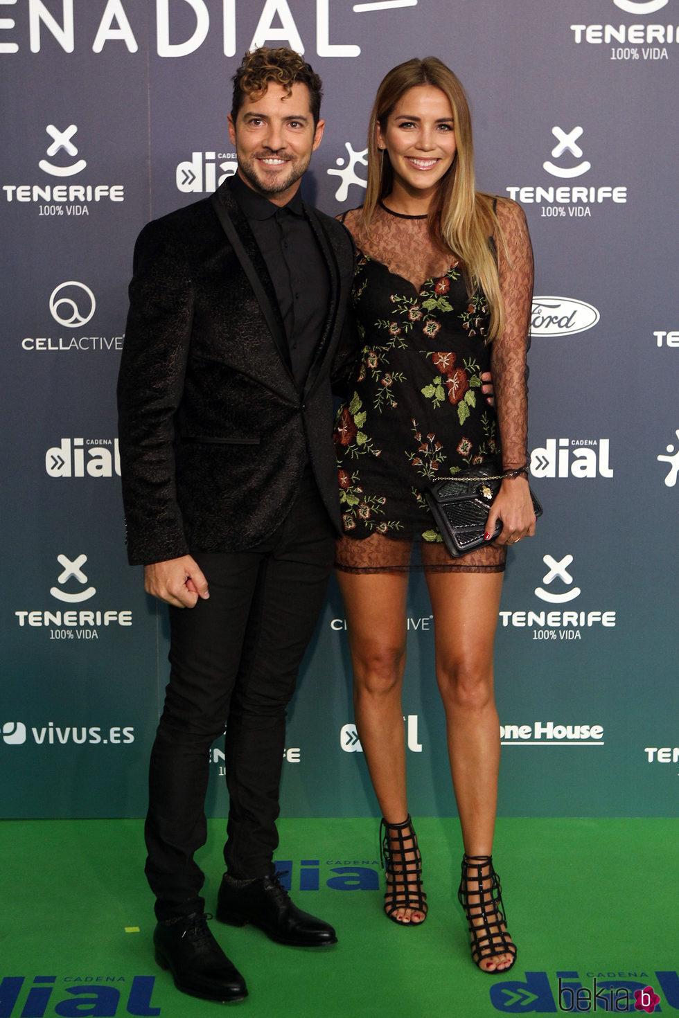 David Bisbal y Rosanna Zanetti en la alfombra roja de los Premios Cadena Dial 2017