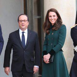 Kate Middleton con François Hollande en el Palacio del Elíseo de París