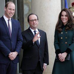 Los Duques de Cambridge con François Hollande en el Palacio del Elíseo de París